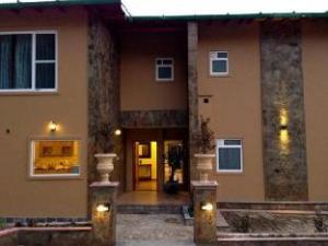 The Hideout Crimson Hills Guest House