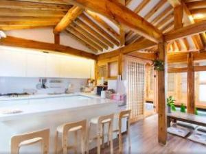 Dalzip Bukchon Hanok Guesthouse