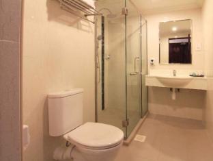 The Metropolitan Y Hotel Singapore - Suite Bathroom