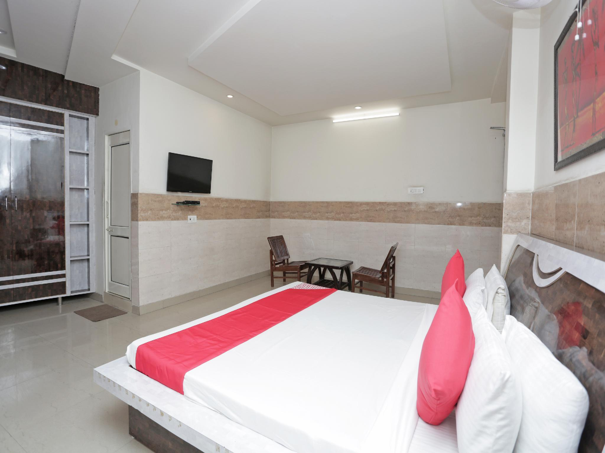 OYO 37216 Royal Comfort Cottage