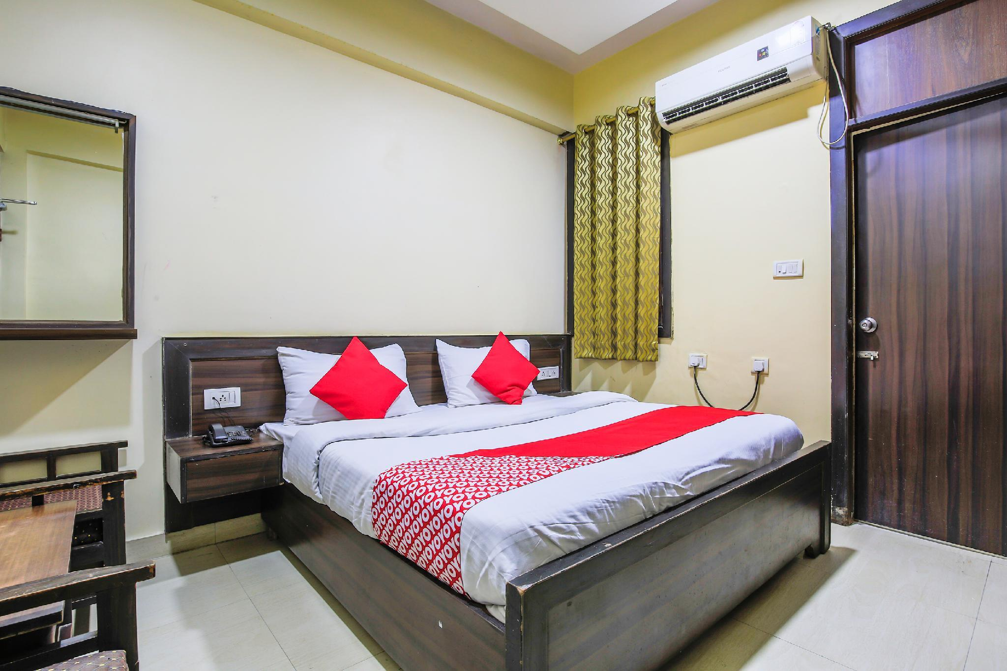 OYO 37296 Hotel Amarpreet