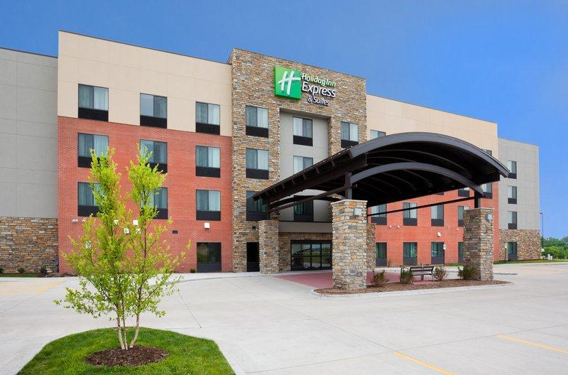 Holiday Inn Express & Suites Davenport North
