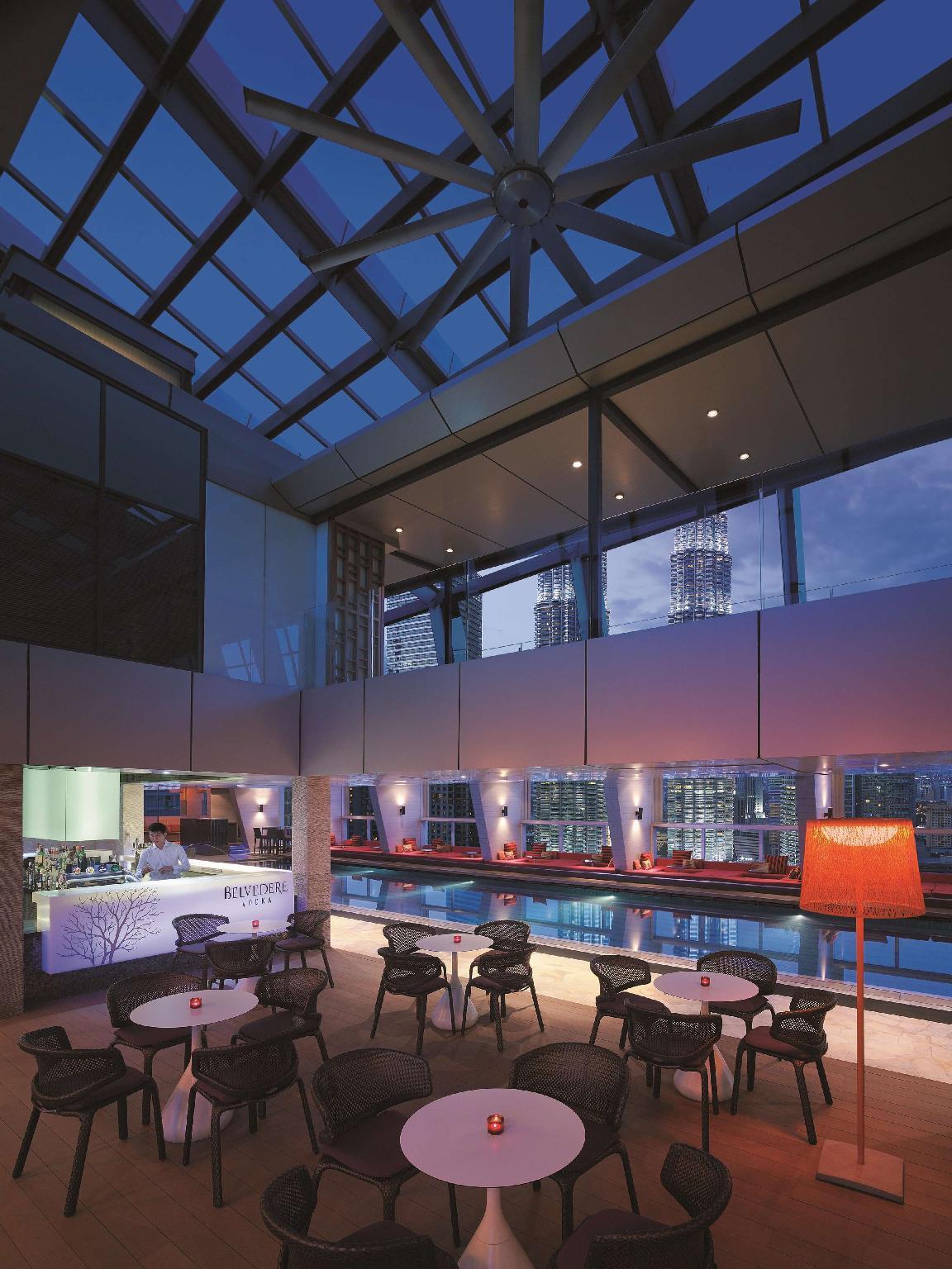 Traders Hotel by Shangri-La 5