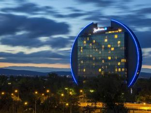 /zh-cn/radisson-blu-hotel-frankfurt/hotel/frankfurt-am-main-de.html?asq=m%2fbyhfkMbKpCH%2fFCE136qSPOzNM3X%2fRVt%2bu4aFHDUUdE7dxBcWcPy2l1wyt4RDrN