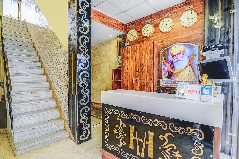 OYO 30989 Hotel Viraat