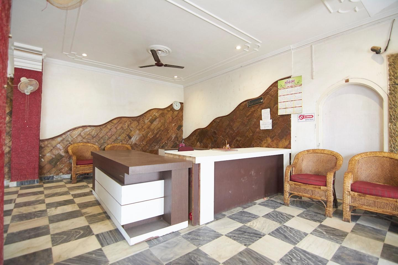 OYO 13925 Hotel Bilas