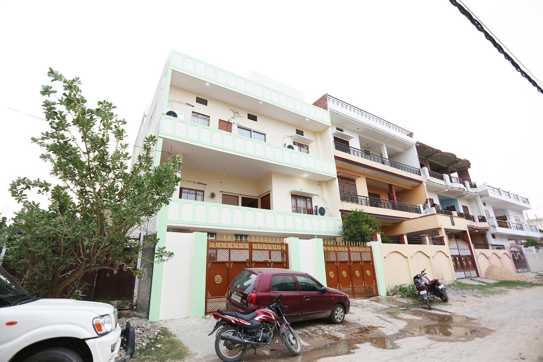 OYO 35597 Baba Guest House