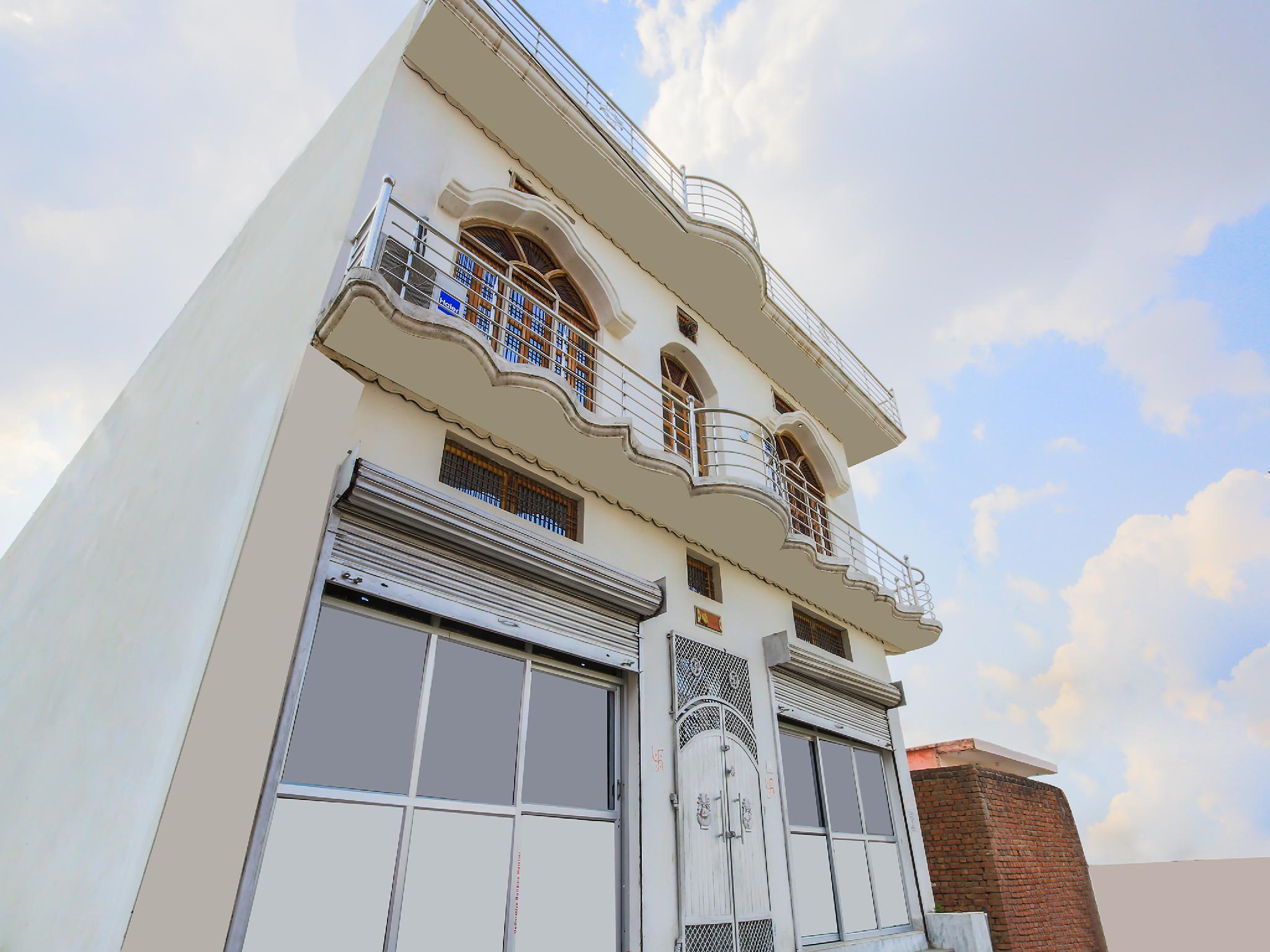 OYO 37103 Maa Vaishno Guest House