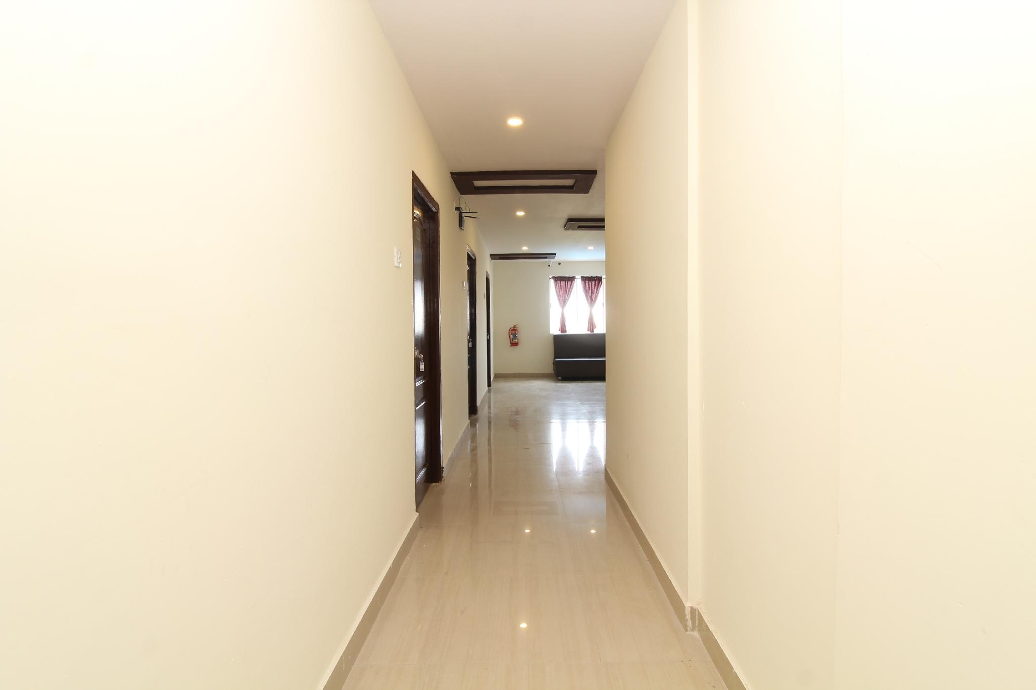 OYO 28743 Golconda Inn