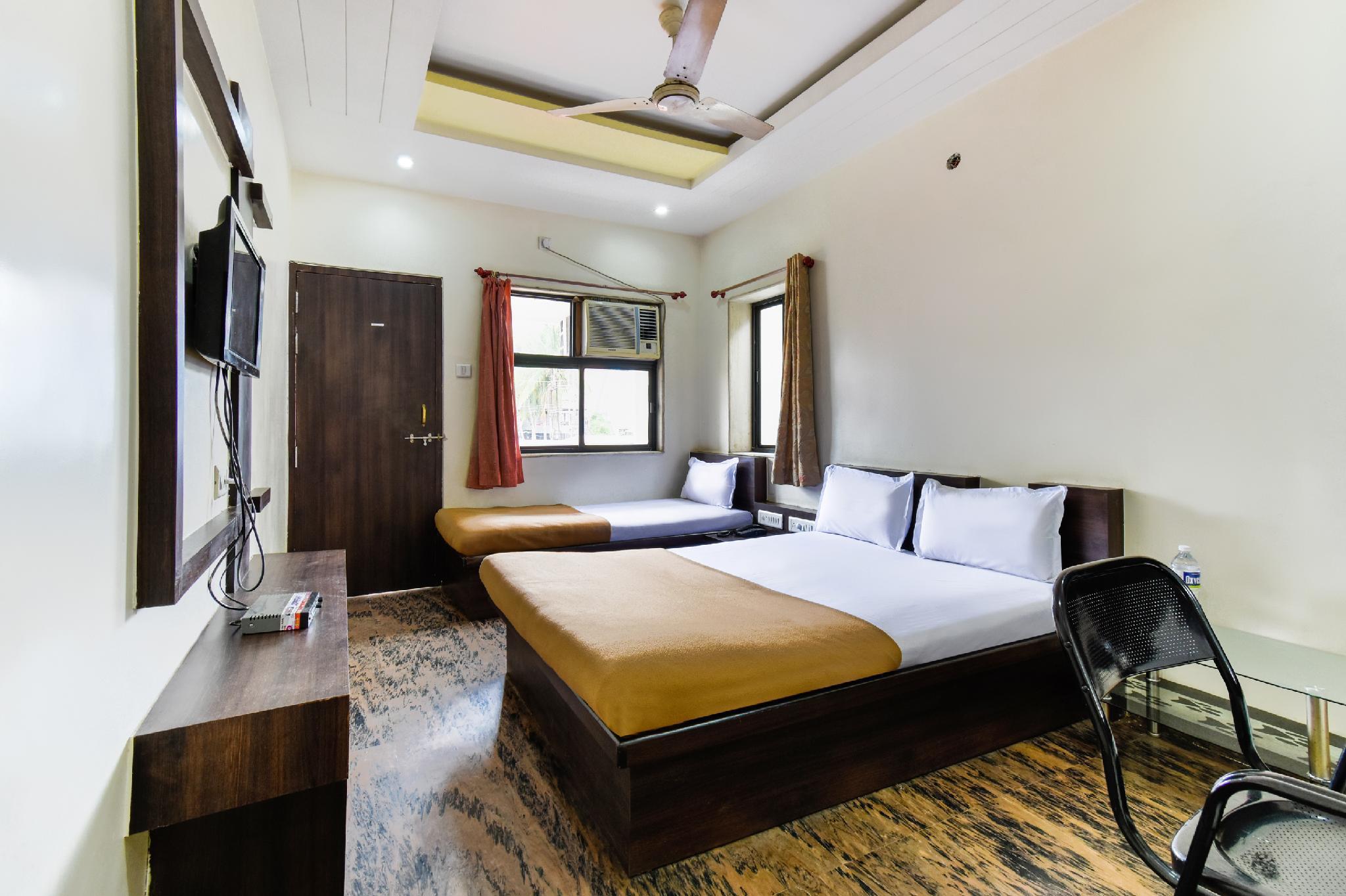 SPOT ON 36739 Hotel Raj