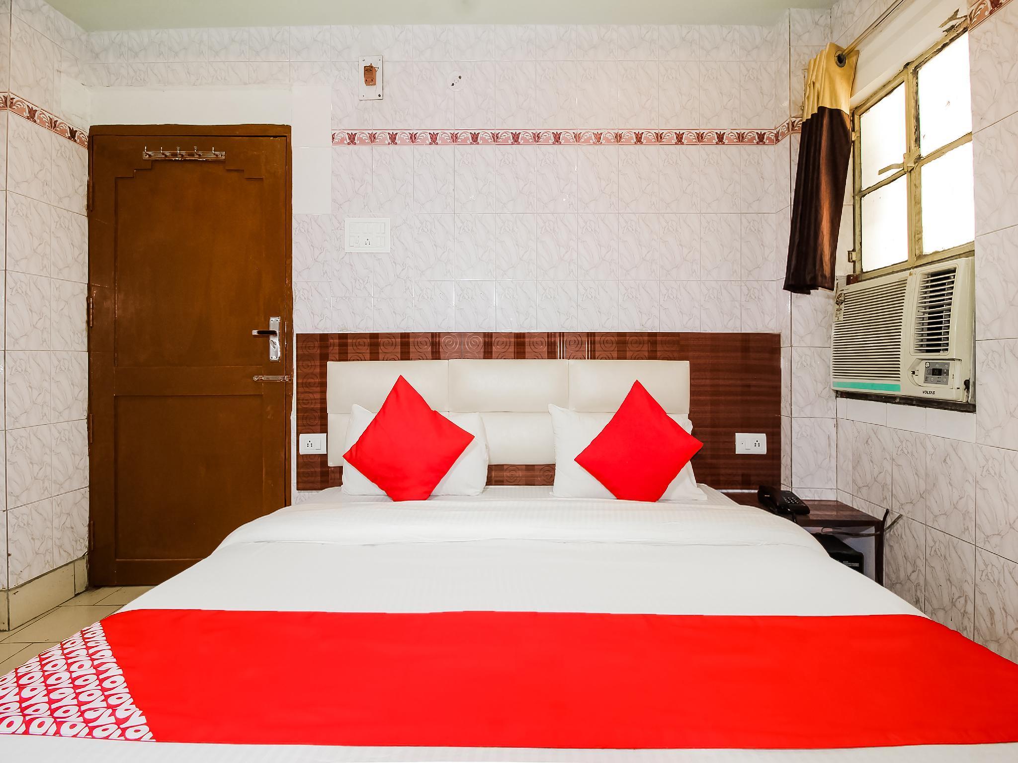 OYO 37795 Hotel Blue Diamond