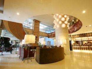 Crown Regency Hotel & Towers Cebu - Vestibule