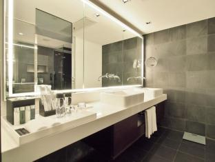 The Mira Hotel Hong Kong - Suite Bathroom