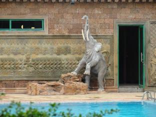 Imperial Garden Villa & Hotel Phnom Penh - Swimming Pool