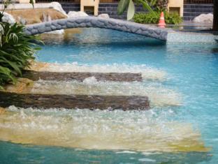 Mantra Pura Resort Pattaya - Swimming Pool