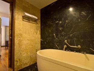 Mantra Pura Resort Pattaya - 1 Bedroom Mantra Suite Bathroom