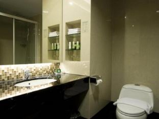 Emerald Garden Hotel Medan - Bagno