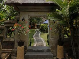 Yulia Village Inn Hotel Bali - Balinese Entrance