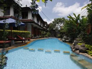 Yulia Village Inn Hotel Bali - Swimming Pool