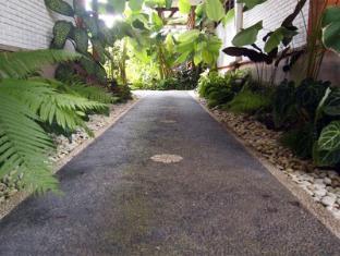 Yulia Village Inn Hotel Bali - Pathway