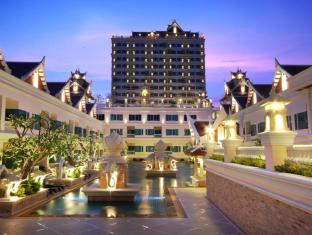 Grand Pacific Sovereign Resort & Spa Hua Hin / Cha-am - Exterior Night