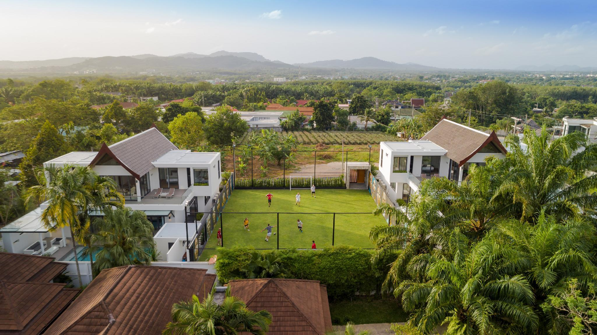 Luxury Villas W. Football Pitch + 2 Private Pools