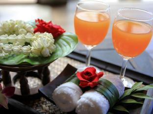 Malisa Villa Suites Hotel Phuket - Welcome Drink
