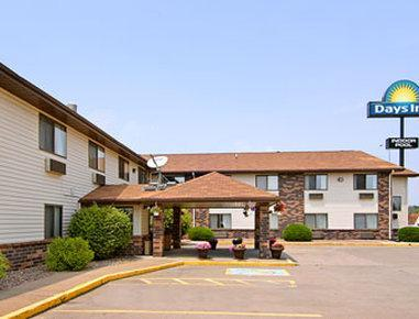 Days Inn And Suites By Wyndham Davenport East
