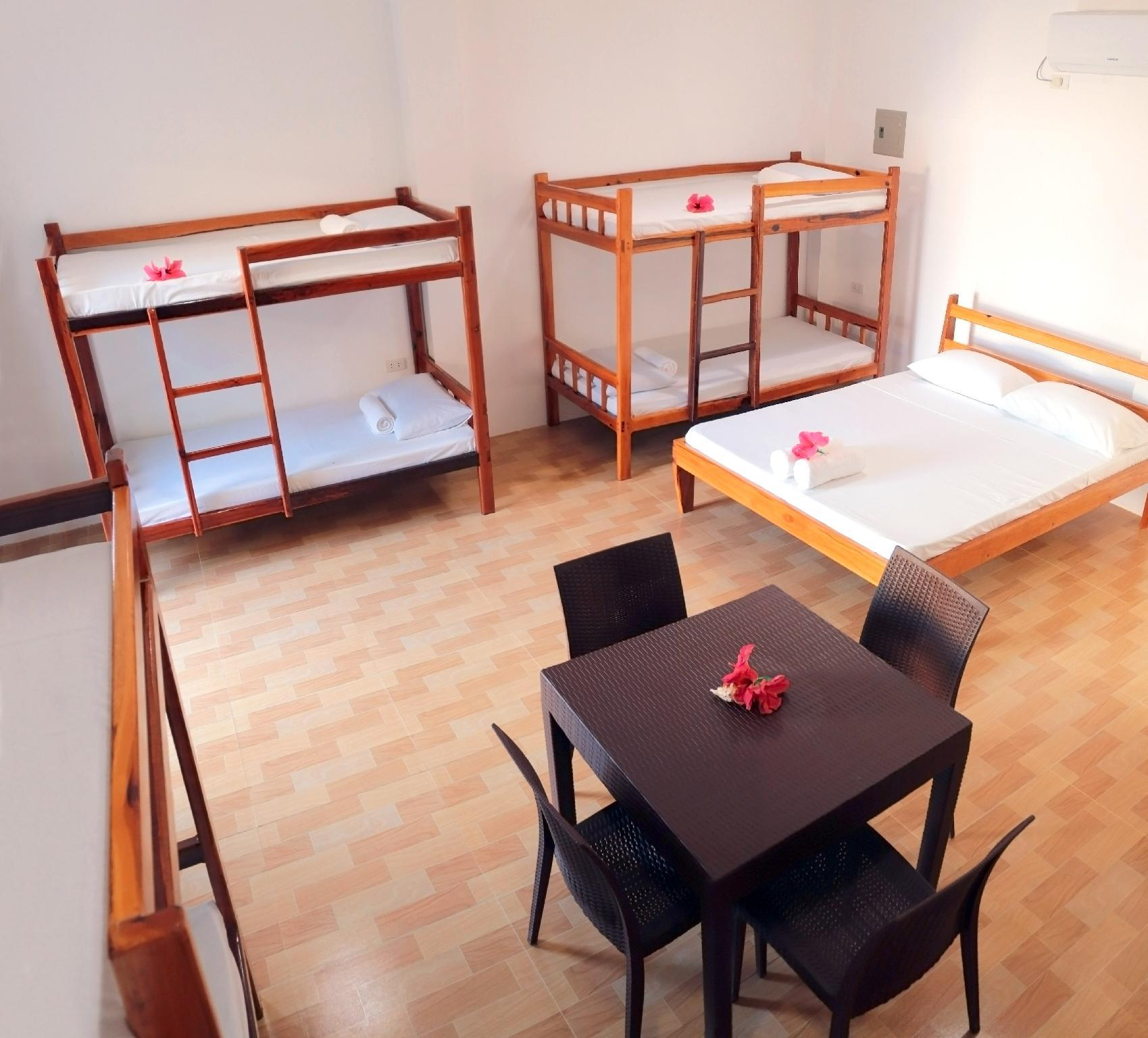 Deluxe Villa  4 Amily Group   8 Persons