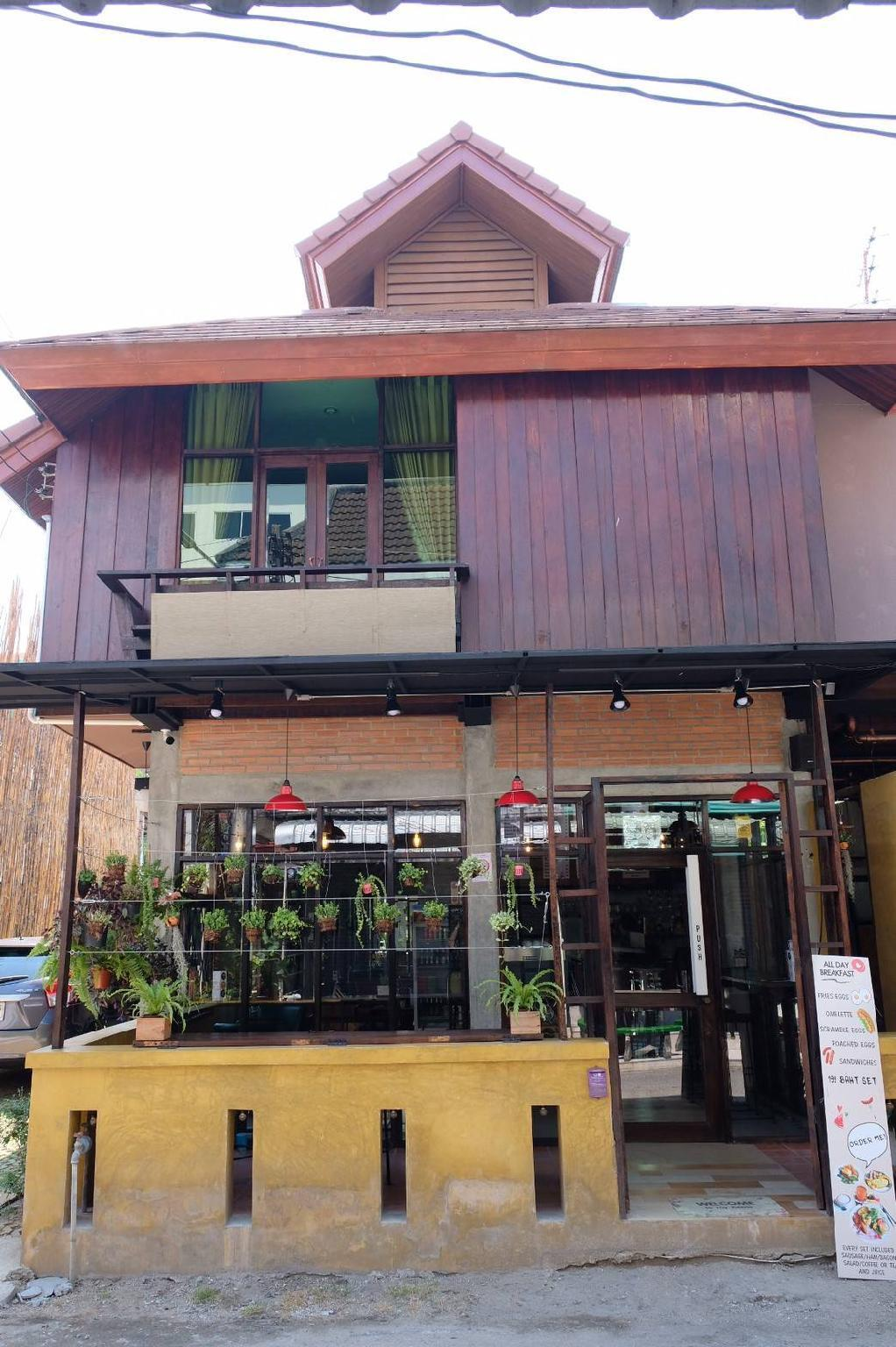 Let's Cafe And Cooking House.