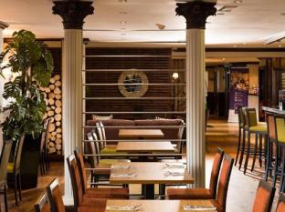 Glasgow Pond Hotel