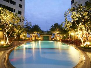 Grand Diamond Suites Hotel Bangkok - Uima-allas