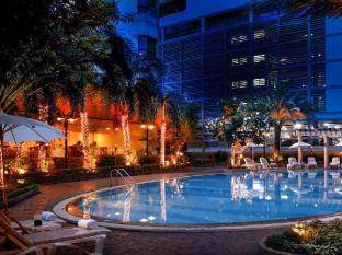 Grand Diamond Suites Hotel Bangkok - Uszoda