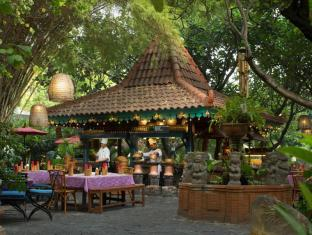 Bumi Surabaya City Resort Surabaya - Food and Beverages
