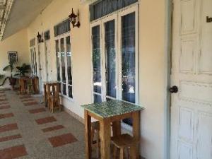 Ban Bangnangrom Hotel