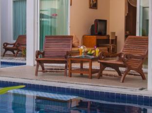 Kata Lucky Villa & Pool Access Phuket - Erkély/Terasz