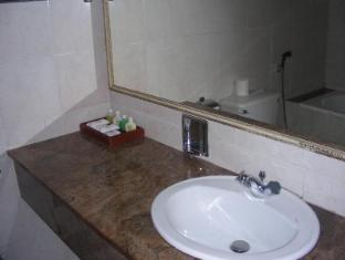 Hotel Suisse Kandy - Bathroom