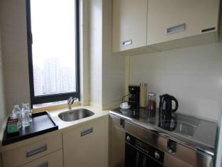 Eversunshine All Suites Hotel Shanghai - Kitchen