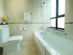 Shamrock Hotel Hong Kong - Bathroom-Standard