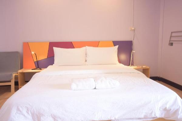 Room @ Vipa Guest House Bangkok