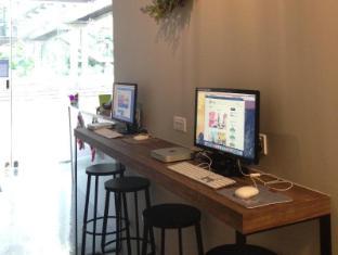 Five Stones Hostel Singapore - Computers
