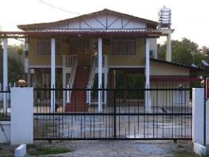 Emma Guesthouse Rumah Tinggi