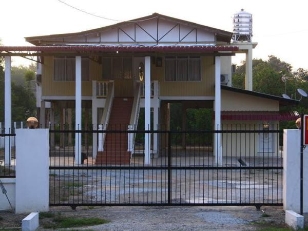 Emma Guesthouse Rumah Tinggi Besut