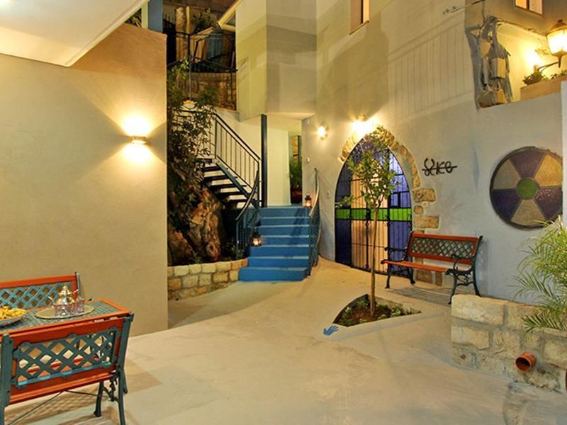 Beit Ha'Omanim Hotel