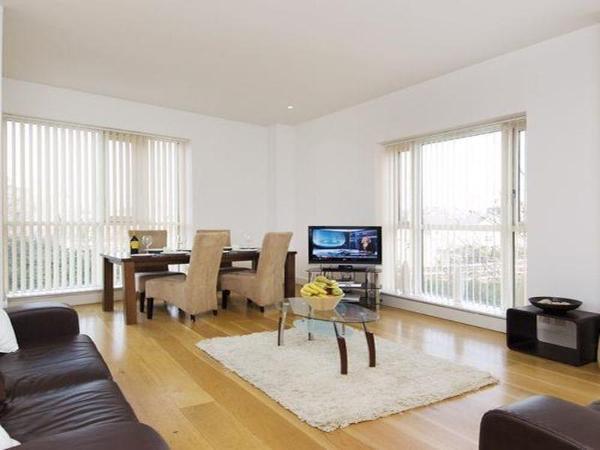Canary Wharf Luxury Riverside Apartments London