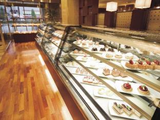 Hotel Grand Palace Tokyo - Cake & Bakery - Julie