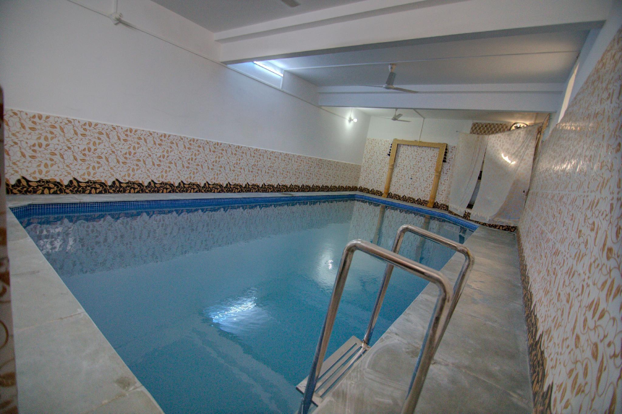 Hotel Heera Court