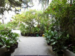 Nasandhura Palace Hotel Male City and Airport - Garden Area