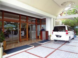 Nasandhura Palace Hotel Male City and Airport - Hotel Entrance