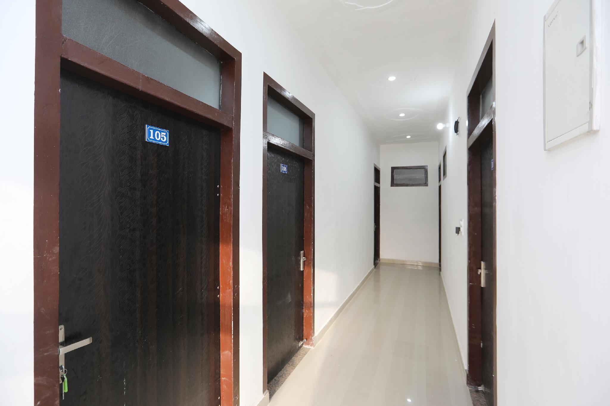 OYO 39617 Vasu Guest House